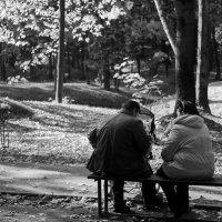 Бабушка рядышком с дедушкой :: Alexandr Zykov