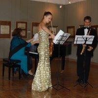 Музыканты готовятся к выступлению (русско-испанское трио) :: Александр Буянов