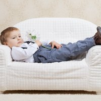Мальчик и диванчик :: Александр Рыбалка
