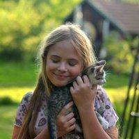 девочка с котёнком :: Dorosia safronova