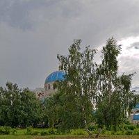 У храма :: Анатолий Цыганок