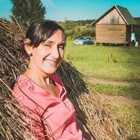 Таня и сено :: Дарьяна Вьюжанина