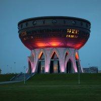 Новый Дворец бракосочетания в Казани вечером :: Виктор Добрянский