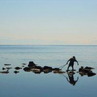 Одинокий рыбак :: Александра
