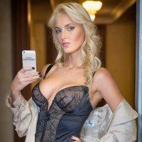 """Фотосессия в стиле """"селфи"""" для рекламы нижнего белья :: Сергей Кириченко"""