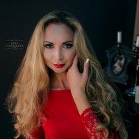 девушка в красном :: Juli Chaynikova