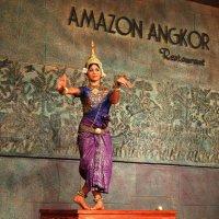 Танцовщица из Камбоджи :: Григорий Карамянц