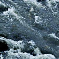бьется о камни вода :: Юля Зачем