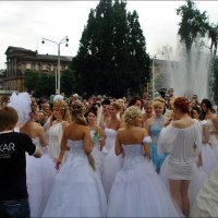 Парад невест в Запорожье :: Нина Корешкова