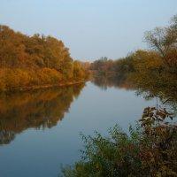 Осень над рекой :: Сергей *