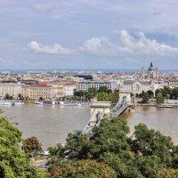 Вид на Будапешт с Рыбацкого бастиона :: ирина )))