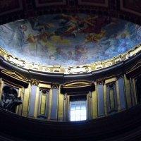 Внутри собора. :: Валерьян