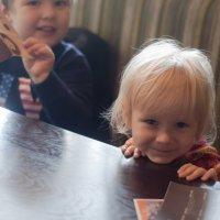 Малыши в кафе :: Песня Ветра