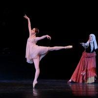 Джульетта с кормилицей - перед балом... :: Yuriy Konyzhev
