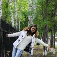Прогулка с Марией возле НГПУ. :: Татьяна Трухалева