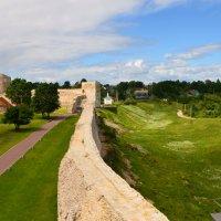 Изборская крепость. Северная стена, Талавская башня и Корсунская часовня. :: Ирина Никифорова