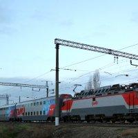 Поезд с двухэтажными вагонами :: Владимир Болдырев