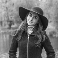 Дама в шляпке :: Антон Рябов