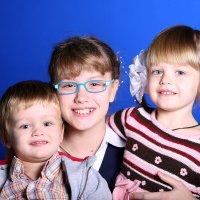 Сестрички с братиком... :: Детский и семейный фотограф Владимир Кот