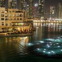 Дубай. Поющие фонтаны. Ожидание... :: Ирина