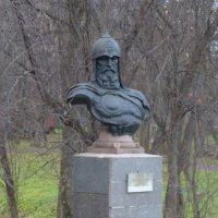 Бюст-памятник Юрию Долгорукому :: Galina Leskova