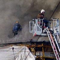 Пожар торгового центра ( 1) :: Александр Запылёнов