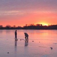 По первому ледку на закате, да на рыбалочку !!!!!! :: Hаталья Беклова