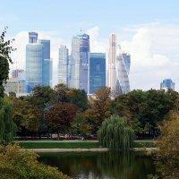 Москва - Сити и красоты осени... :: Наталья Агеева