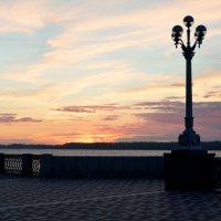 Закат на набережной :: Yuliana Nebel