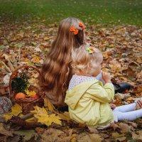 Осенняя прогулка :: Iryna Kychma