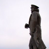 Памятник адмиралу Кузнецову Н.Г. :: Елена Перевозникова