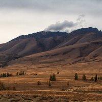 гора курится облаками как - будто старенький вулкан.... :: Галина Шепелева