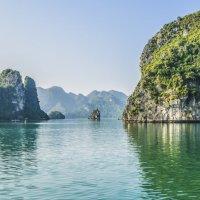 Утро в заливе Ха-Лонг :: Жанна Дек