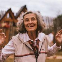 Наш Танцующий экскурсовод,которому 74 года! :: Оля Йоффе