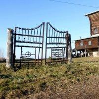 церковные ворота :: Алексей Логинов