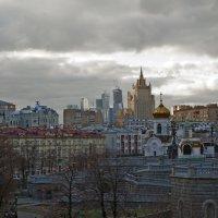 Контраст мегаполиса. :: Владимир Питерский