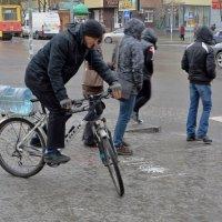 Сюрпляс под дождём :: Игорь Попов