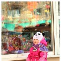 -мама, купи игрушку!!! :: Наталья Мерзликина
