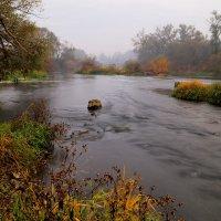 И речка с летом попрощалась... :: Юрий Морозов