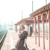 Девушка с чемоданом :: Виктория Ходаницкая