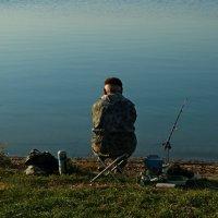 осенняя рыбалка :: Игорь Kуленко