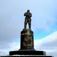 Памятник Чкалову. Нижний Новгород :: Elena Izotova