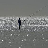 Одинокий рыбак :: Valeriy(Валерий) Сергиенко