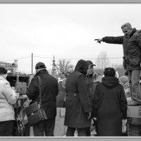 Шеф-повар показывает куда идти за компотом :: Арсений Корицкий