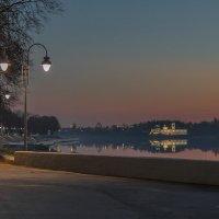 Набережная реки. :: Виктор Грузнов
