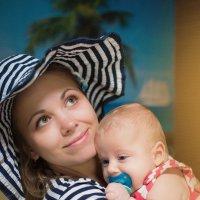 Морячок - Марк с мамой на пляже :: Елена Андреева
