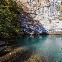 Голубое озеро Абхазии :: Николай Николенко