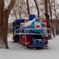 А вот и снег в детском парке им. Энгельса. :: Пётр Сесекин