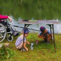 На рыбалке у реки :: Владимир Максимов