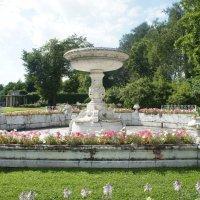 Фонтан-ваза. Создан в 1865-67 г.г. по проекту арх. А.Ф. Видова :: Елена Смолова